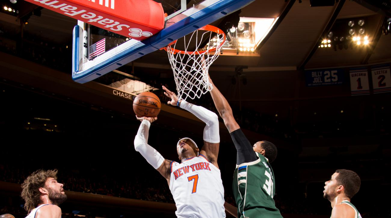 NEW YORK, NY - JANUARY 10:  Carmelo Anthony #7 of the New York Knicks goes to the basket against the Milwaukee Bucks on January 10, 2016 at Madison Square Garden in New York City.  (Photo by Reid Kelley/NBAE via Getty Images)