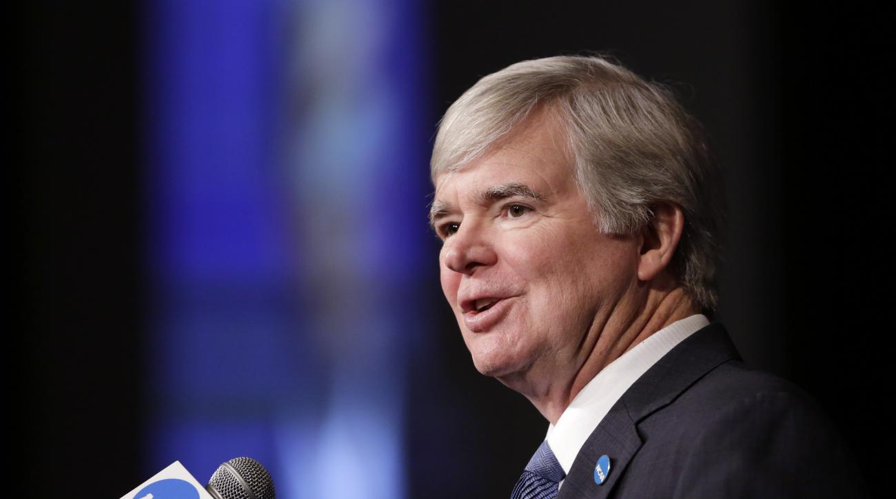 NCAA President Mark Emmert addresses a luncheon crowd at the NCAA Convention, Thursday, Jan. 14, 2016, in San Antonio. (AP Photo/Eric Gay)