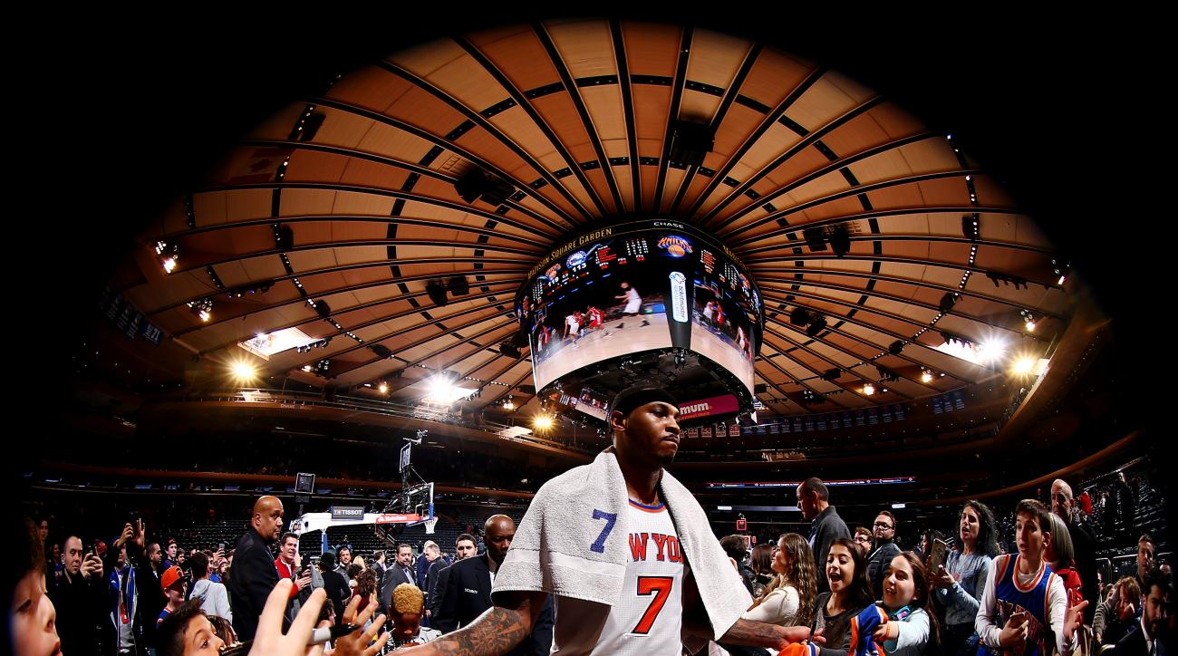 NEW YORK, NY - JANUARY 18:  Carmelo Anthony #7 of the New York Knicks shakes hands with the fans after the game against the Philadelphia 76ers on January 18, 2016 at Madison Square Garden in New York City, New York.  (Photo by Nathaniel S. Butler/NBAE via