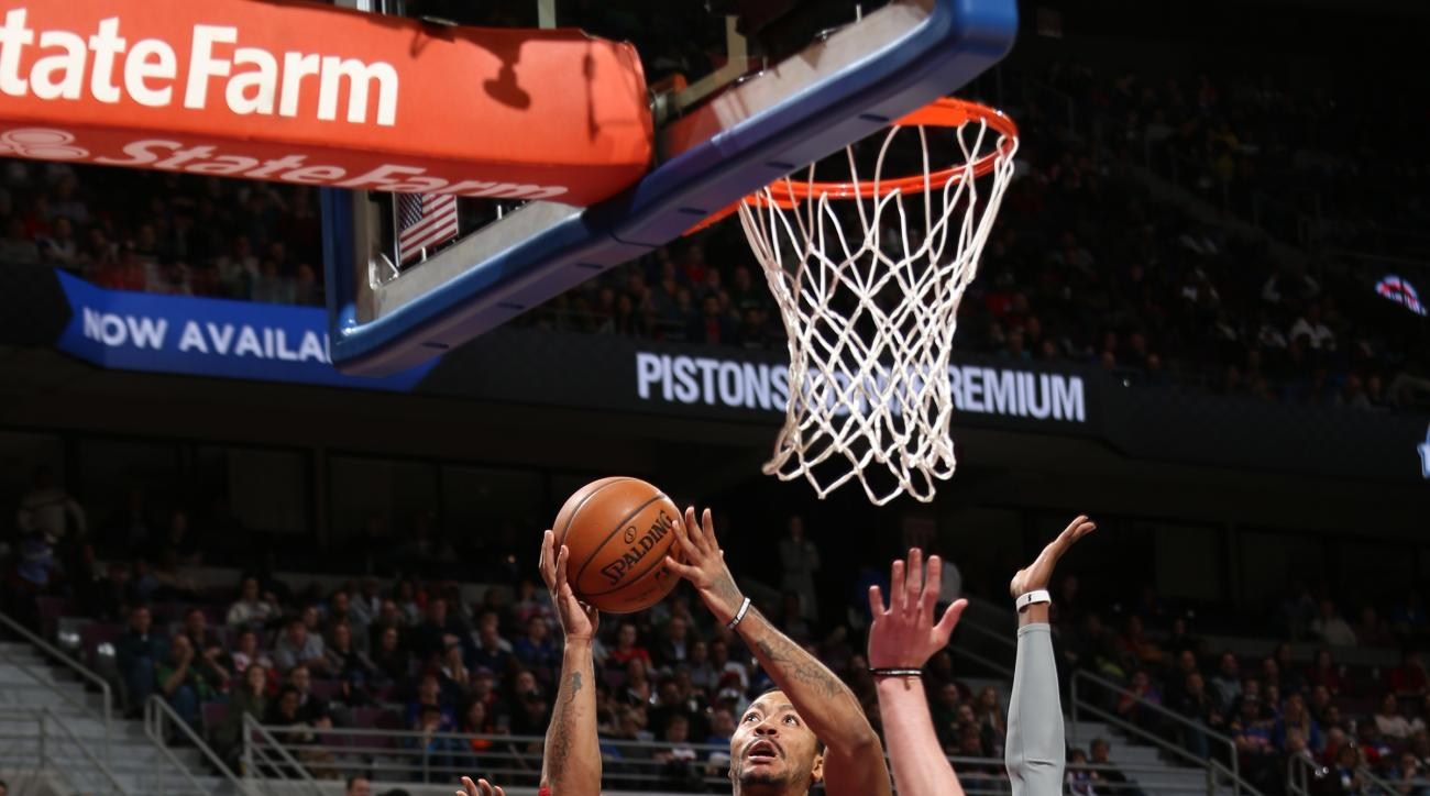 AUBURN HILLS, MI - JANUARY 18:  Derrick Rose #1 of the Chicago Bulls shoots the ball against the Detroit Pistons on January 18, 2016 at The Palace of Auburn Hills in Auburn Hills, Michigan. (Photo by Gary Dineen/NBAE via Getty Images)