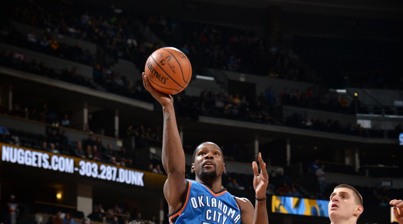 DENVER, CO - JANUARY 19: Kevin Durant #35 of the Oklahoma City Thunder shoots the ball during the game against the Denver Nuggets on January 19, 2016 at the Pepsi Center in Denver, Colorado. (Photo by Garrett Ellwood/NBAE via Getty Images)