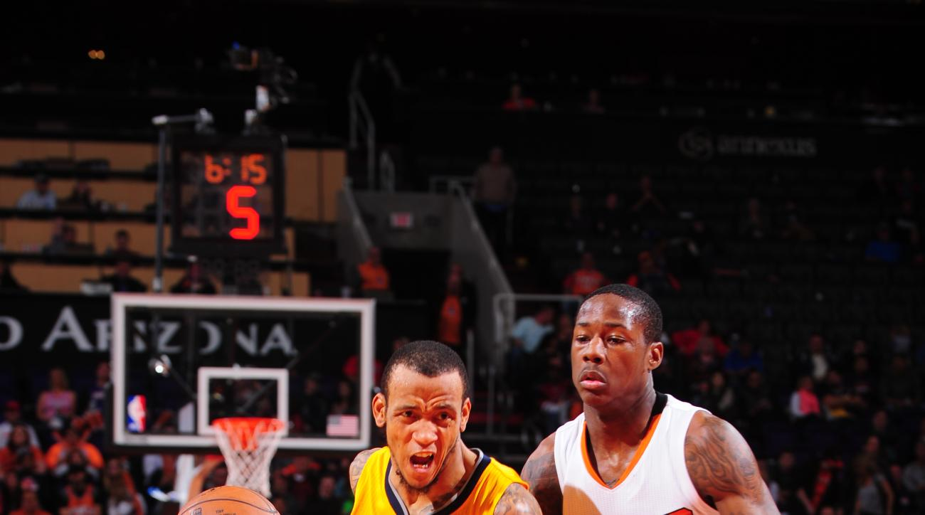 PHOENIX, AZ - JANUARY 19: Monta Ellis #11 of the Indiana Pacers drives against Archie Goodwin #20 of the Phoenix Suns on January 19, 2016, at Talking Stick Resort Arena in Phoenix, Arizona. (Photo by Barry Gossage/NBAE via Getty Images)