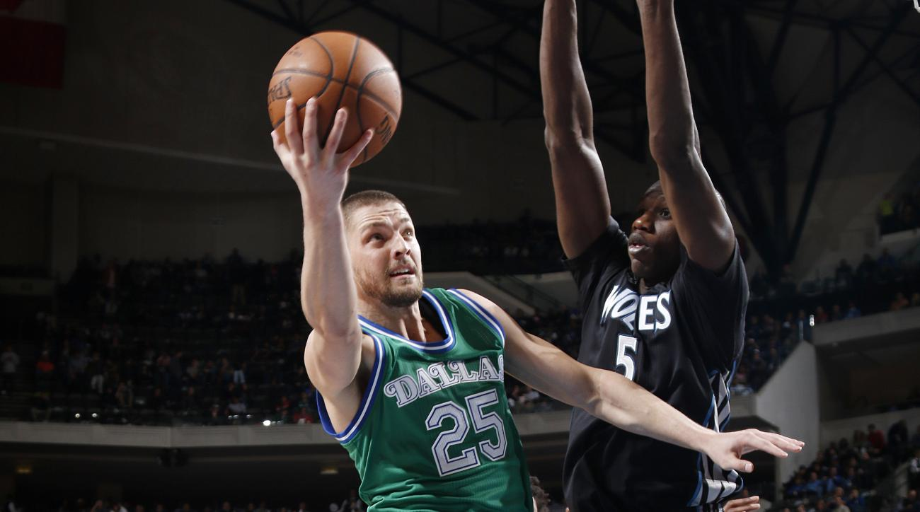 DALLAS, TX - JANUARY 20: Chandler Parsons #25 of the Dallas Mavericks goes in for the lay up against Gorgui Dieng #5 of the Minnesota Timberwolves on January 20, 2016 at the American Airlines Center in Dallas, Texas. (Photo by Glenn James/NBAE via Getty I