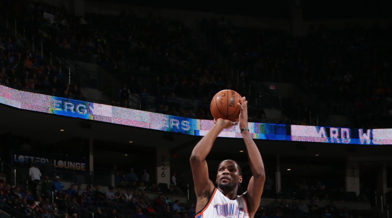 OKLAHOMA CITY, OK - JANUARY 20: Kevin Durant #35 of the Oklahoma City Thunder shoots the ball against the Charlotte Hornets on January 20, 2016 at the Chesapeake Energy Arena in Oklahoma City, Oklahoma. (Photo by Layne Murdoch Jr./NBAE via Getty Images)