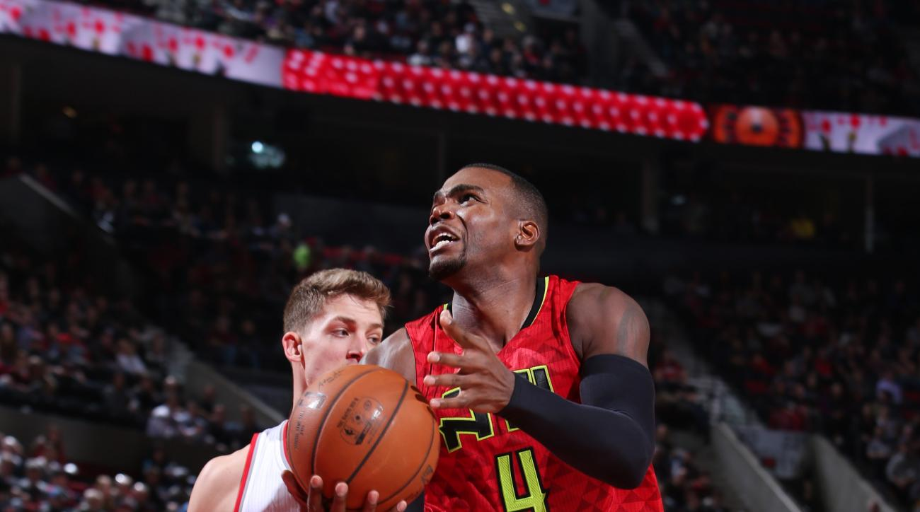 PORTLAND, OR - JANUARY 20: Paul Millsap #4 of the Atlanta Hawks goes for the lay up against the Portland Trail Blazers during the game on January 20, 2016 at Moda Center in Portland, Oregon. (Photo by Sam Forencich/NBAE via Getty Images)