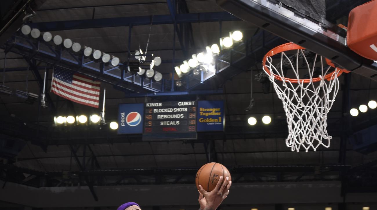 SACRAMENTO, CA - JANUARY 21: DeMarcus Cousins #15 of the Sacramento Kings shoots the ball against the Atlanta Hawks at Sleep Train Arena on January 21, 2016 in Sacramento, California. (Photo by Rocky Widner/NBAE via Getty Images)
