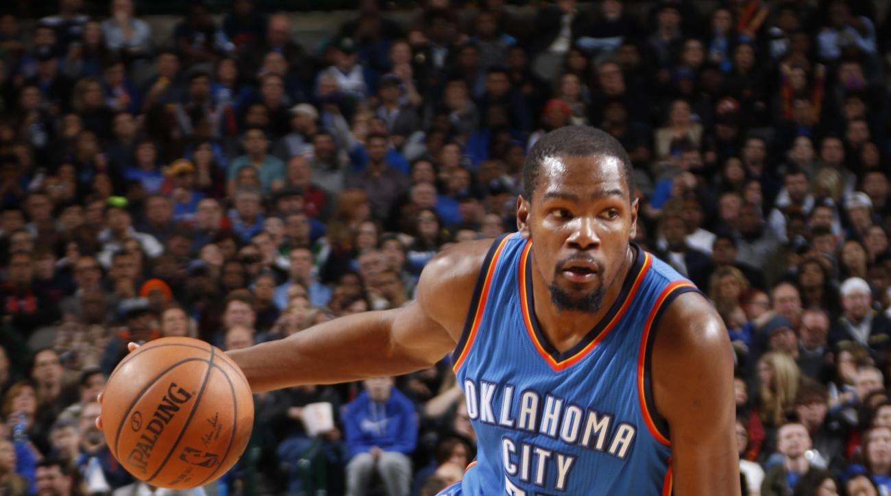 DALLAS, TX - JANUARY 22: Kevin Durant #35 of the Oklahoma City Thunder handles the ball against the Dallas Mavericks on January 22, 2016 at the American Airlines Center in Dallas, Texas. (Photo by Glenn James/NBAE via Getty Images)