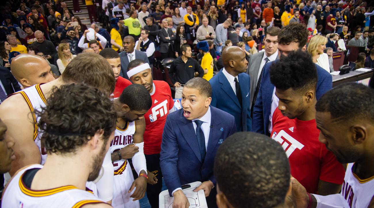 CLEVELAND, OH - JANUARY 23: Tyronn Lue of the Cleveland Cavaliers talks to the team prior to the game against the Chicago Bulls at Quicken Loans Arena on January 23, 2016 in Cleveland, Ohio. (Photo by Jason Miller/Getty Images)
