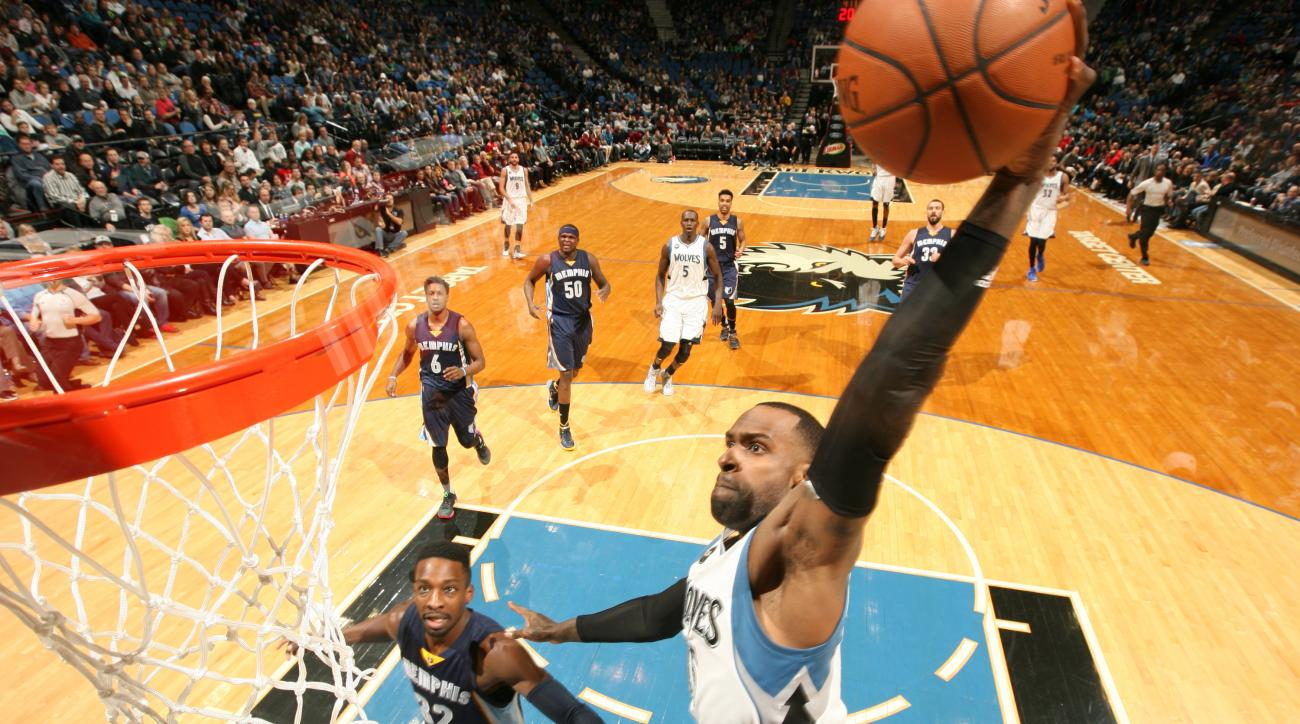 MINNEAPOLIS, MN - JANUARY 23: Shabazz Muhammad #15 of the Minnesota Timberwolves dunks against the Memphis Grizzlies on January 23, 2016 at Target Center in Minneapolis, Minnesota. (Photo by David Sherman/NBAE via Getty Images)