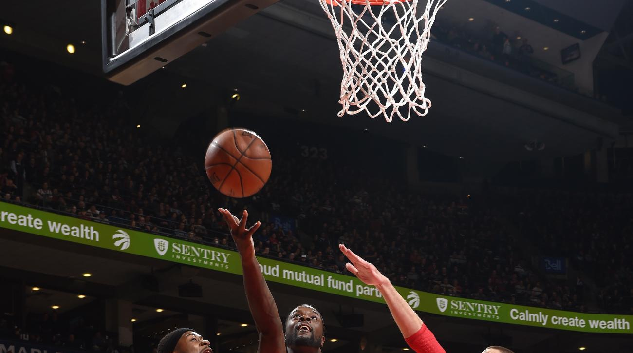 TORONTO, CANADA - JANUARY 24: Lance Stephenson #1 of the Los Angeles Clippers shoots a lay up during the game against the Toronto Raptors on January 24, 2016 at the Air Canada Centre in Toronto, Ontario, Canada.  (Photo by Ron Turenne/NBAE via Getty Image