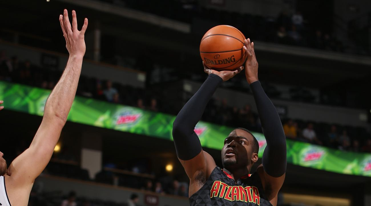 DENVER, CO - JANUARY 25:  Paul Millsap #4 of the Atlanta Hawks takes a shot against the Denver Nuggets at Pepsi Center on January 25, 2016 in Denver, Colorado. The Hawks defeated the Nuggets 119-105. (Photo by Doug Pensinger/Getty Images)