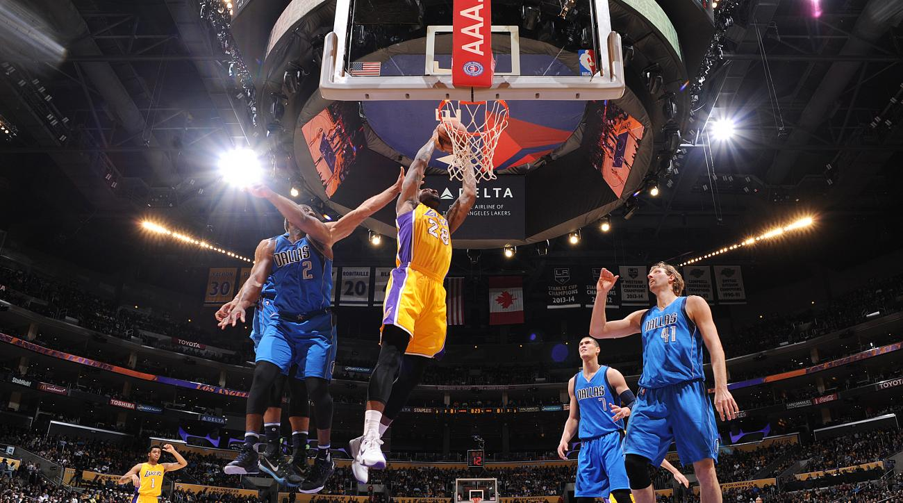 LOS ANGELES, CA - JANUARY 26:  Tarik Black #28 of the Los Angeles Lakers goes up for a dunk against the Dallas Mavericks on January 26, 2016 at STAPLES Center in Los Angeles, California. (Photo by Andrew D. Bernstein/NBAE via Getty Images)