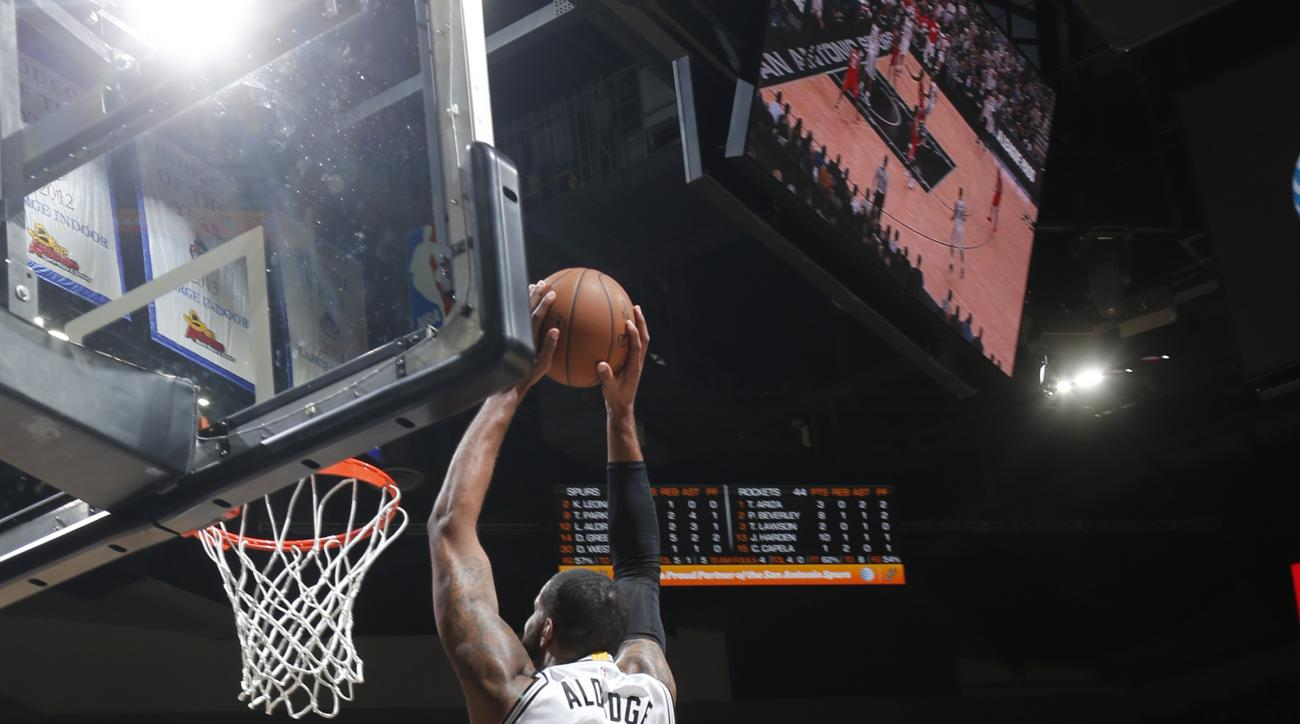 SAN ANTONIO, TX - JANUARY 27:  LaMarcus Aldridge #12 of the San Antonio Spurs goes up for a dunk against the Houston Rockets on January 27, 2016 at the AT&T Center in San Antonio, Texas.