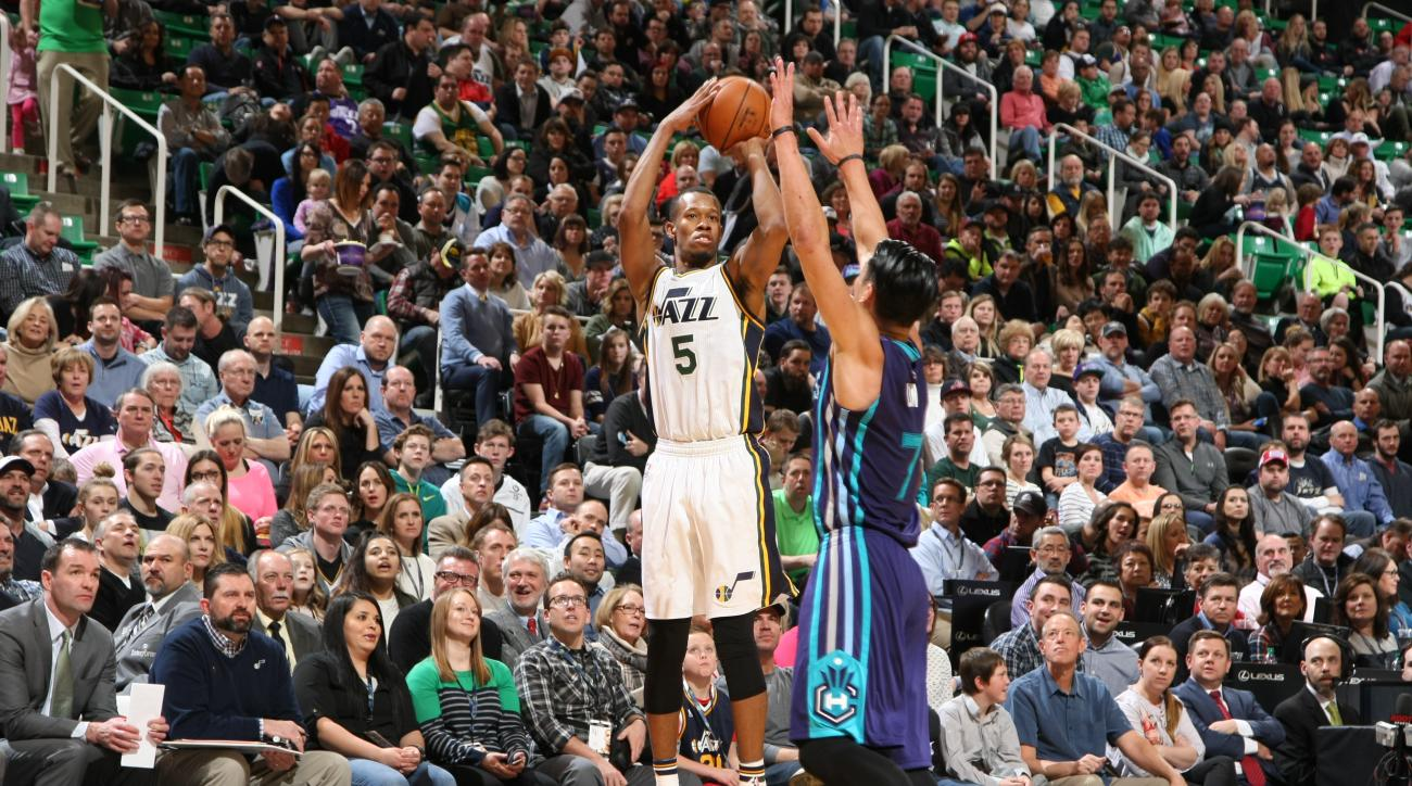SALT LAKE CITY, UT - JANUARY 27:  Rodney Hood #5 of the Utah Jazz shoots against Jeremy Lin #7 of the Charlotte Hornets on January 27, 2016 at vivint.SmartHome Arena in Salt Lake City, Utah. (Photo by Melissa Majchrzak/NBAE via Getty Images)