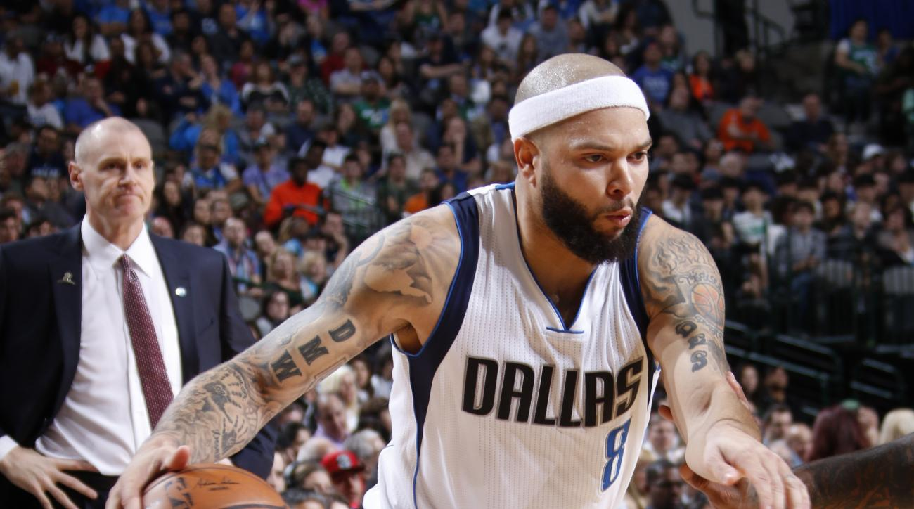 DALLAS, TX - JANUARY 31: Deron Williams #8 of the Dallas Mavericks drives against the Phoenix Suns on January 31, 2016 at the American Airlines Center in Dallas, Texas. (Photo by Glenn James/NBAE via Getty Images)