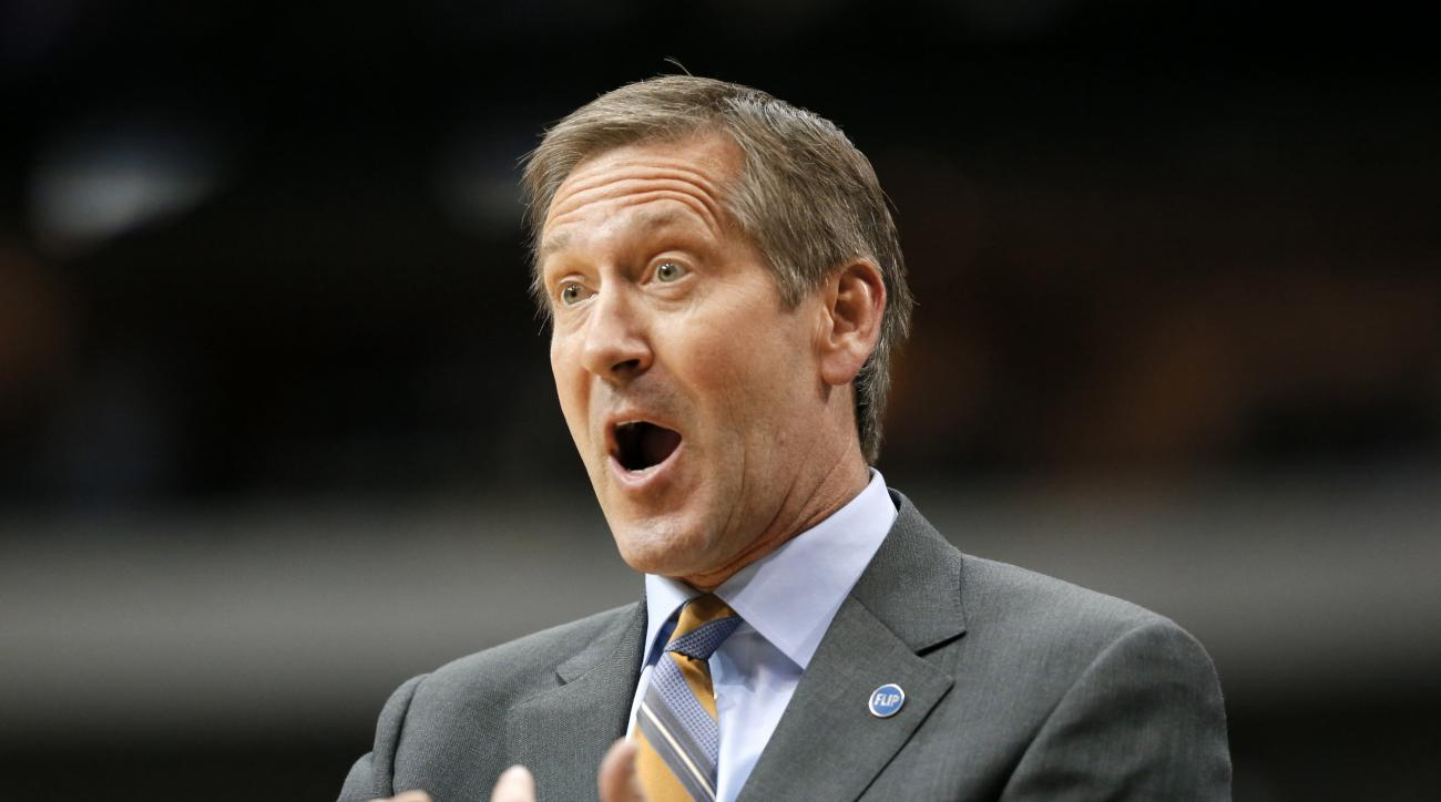 Phoenix Suns head coach Jeff Hornacek gestures as he shouts in the direction of an official in the second half of an NBA basketball game against the Dallas Mavericks, Sunday, Jan. 31, 2016, in Dallas. The Mavericks won 91-78. (AP Photo/Tony Gutierrez)