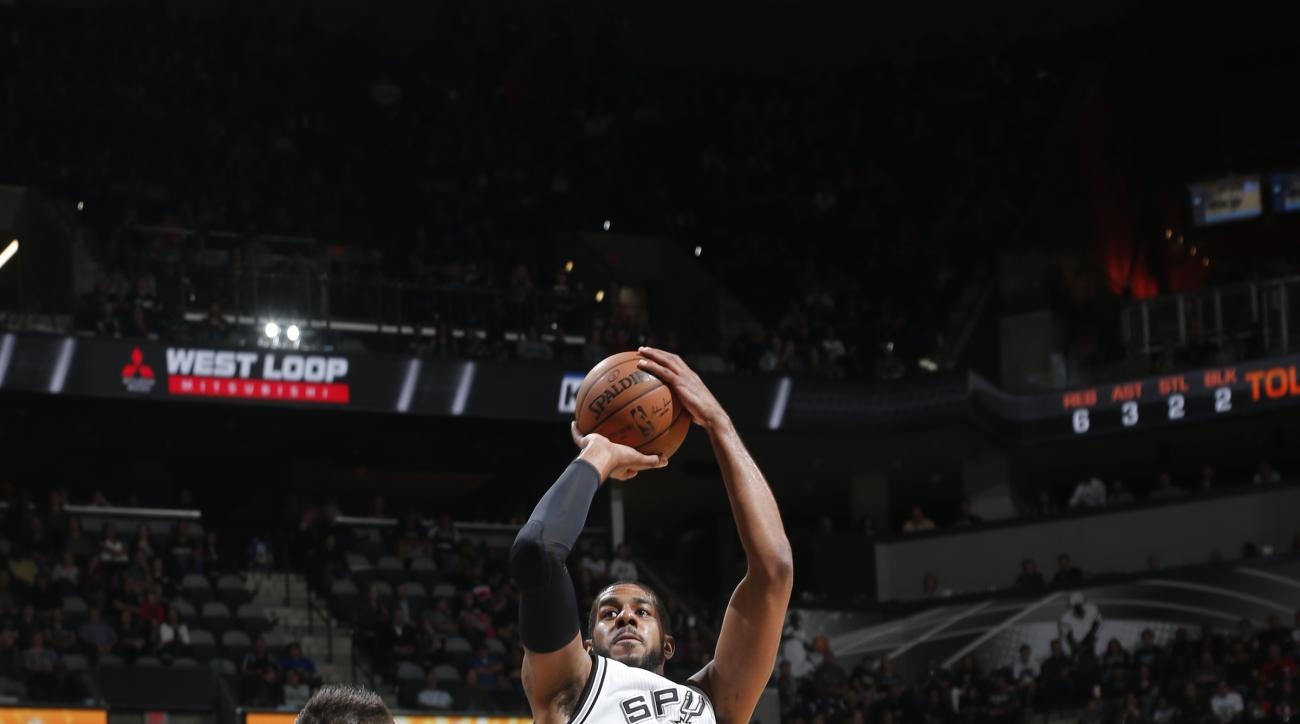 SAN ANTONIO, TX - FEBRUARY 1: LaMarcus Aldridge #12 of the San Antonio Spurs shoots the ball against the Orlando Magic on February 1, 2016 at the AT&T Center in San Antonio, Texas.