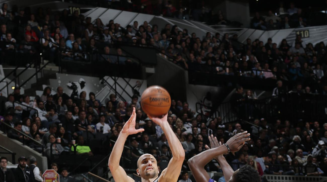 SAN ANTONIO, TX - FEBRUARY 3:  Manu Ginobili #20 of the San Antonio Spurs shoots the ball against the New Orleans Pelicans on February 3, 2016 at the AT&T Center in San Antonio, Texas.