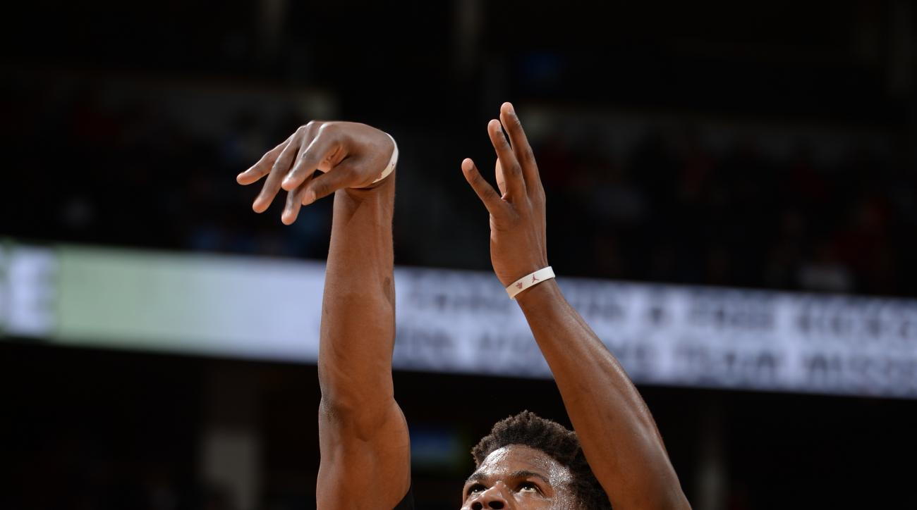 DENVER, CO - FEBRUARY 5:  Jimmy Butler #21 of the Chicago Bulls during the game against the Denver Nuggets on February 5, 2016 at the Pepsi Center in Denver, Colorado. (Photo by Garrett Ellwood/NBAE via Getty Images)