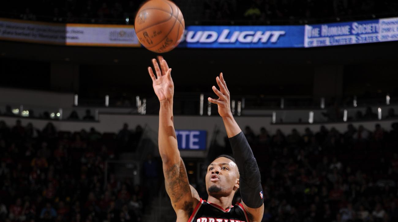 HOUSTON, TX - FEBRUARY 6:  Damian Lillard #0 of the Portland Trail Blazers shoots the ball against the Houston Rockets on February 6, 2016 at the Toyota Center in Houston, Texas. (Photo by Bill Baptist/NBAE via Getty Images)