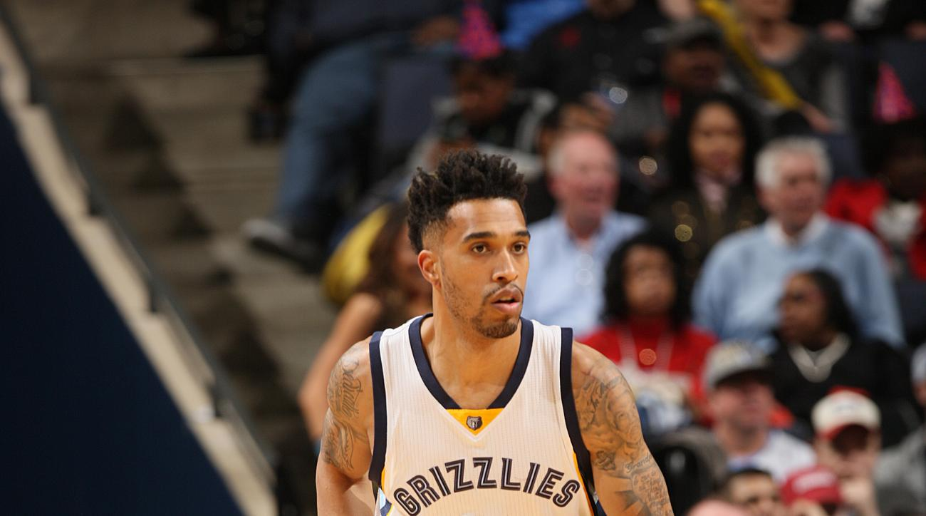 MEMPHIS, TN - FEBRUARY 6:  Courtney Lee #5 of the Memphis Grizzlies runs the court against the Dallas Mavericks on February 6, 2016 at FedExForum in Memphis, Tennessee. (Photo by Joe Murphy/NBAE via Getty Images)