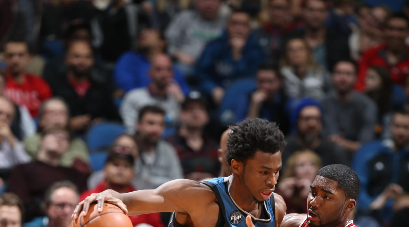 MINNEAPOLIS, MN - FEBRUARY 6:  Andrew Wiggins #22 of the Minnesota Timberwolves drives to the basket against E'Twaun Moore #55 of the Chicago Bulls on February 6, 2016 at Target Center in Minneapolis, Minnesota. (Photo by David Sherman/NBAE via Getty Imag