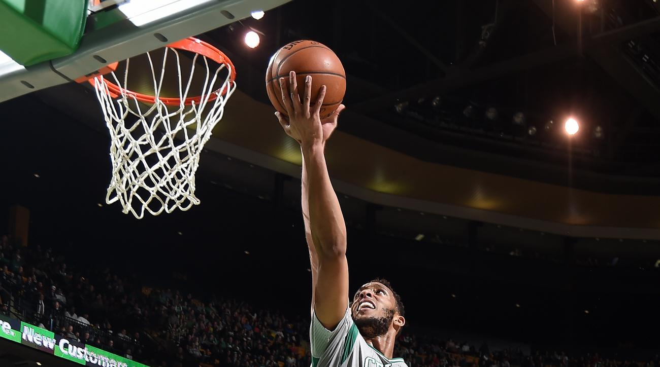 BOSTON, MA - FEBRUARY 7: Evan Turner #11 of the Boston Celtics shoots a lay up during the game against the Sacramento Kings on February 7, 2016 at the TD Garden in Boston, Massachusetts.  (Photo by Brian Babineau/NBAE via Getty Images)
