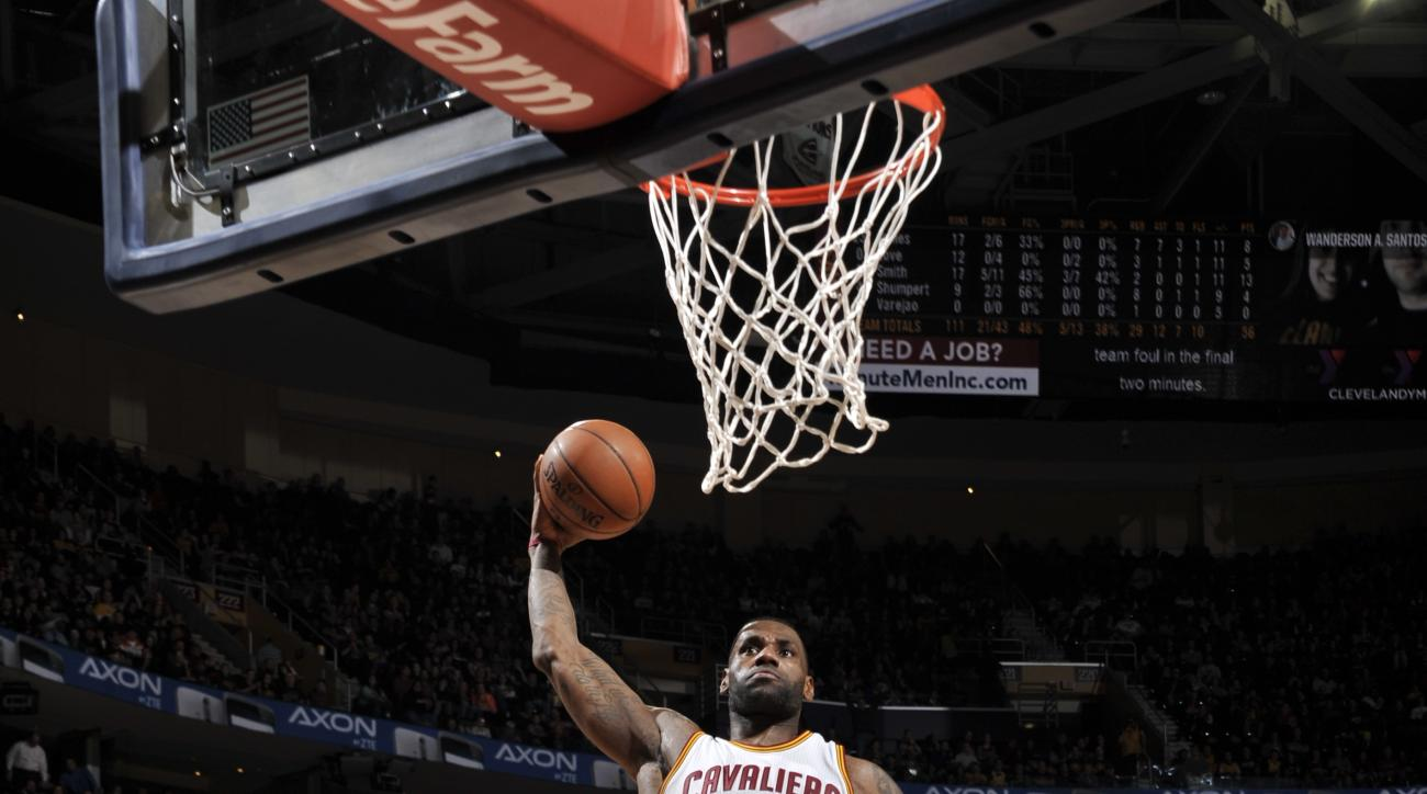 CLEVELAND, OH - FEBRUARY 8:  LeBron James #23 of the Cleveland Cavaliers goes to the basket against Marco Belinelli #3 of the Sacramento Kings on February 8, 2016 at Quicken Loans Arena in Cleveland, Ohio. (Photo by David Liam Kyle/NBAE via Getty Images)