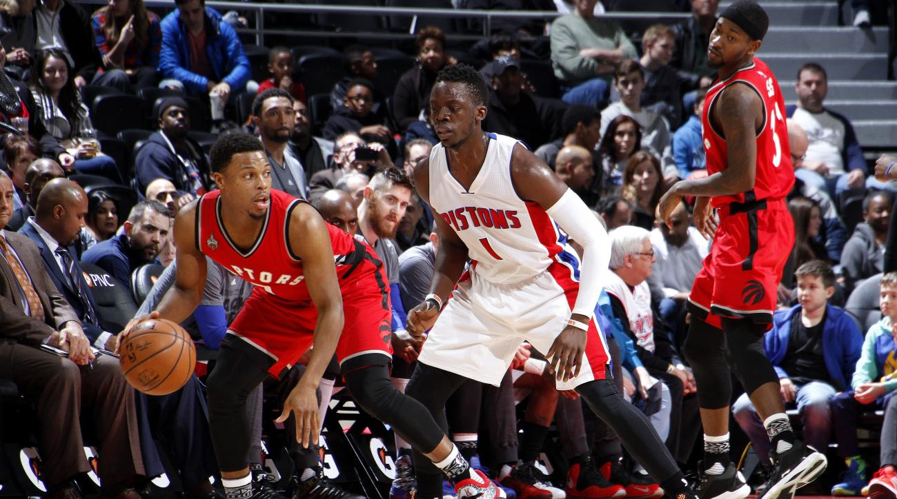 AUBURN HILLS, MI - FEBRUARY 8: Kyle Lowry #7 of the Toronto Raptors handles the ball during the game against the Detroit Pistons on February 8, 2016 at The Palace of Auburn Hills in Auburn Hills, Michigan. (Photo by B. Sevald/Einstein/NBAE via Getty Image
