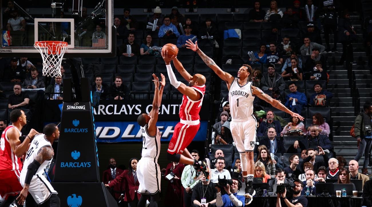 BROOKLYN, NY - FEBRUARY 10: Vince Carter #15 of the Memphis Grizzlies shoots the ball against the Brooklyn Nets  on February 10, 2016 at Barclays Center in Brooklyn, New York. (Photo by Reid Kelley/NBAE via Getty Images)