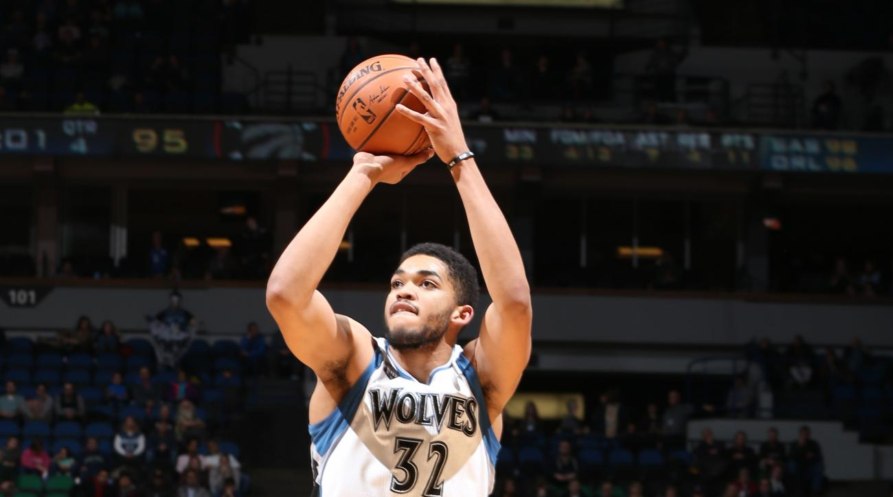 MINNEAPOLIS, MN - FEBRUARY 10:  Karl-Anthony Towns #32 of the Minnesota Timberwolves shoots against the Toronto Raptors on February 10, 2016 at Target Center in Minneapolis, Minnesota. (Photo by David Sherman/NBAE via Getty Images)