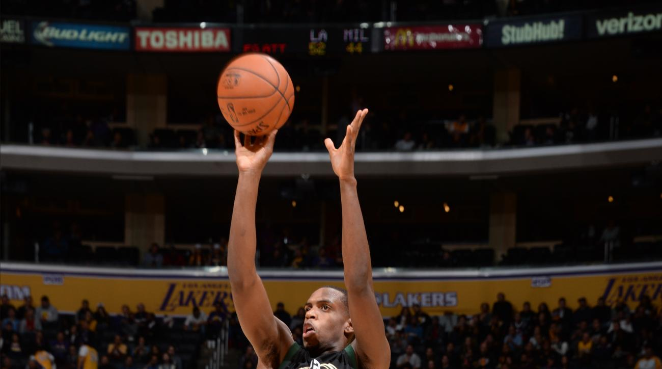LOS ANGELES, CA - DECEMBER 15: Khris Middleton #22 of the Milwaukee Bucks shoots the ball against the Los Angeles Lakers at STAPLES Center on December 15, 2015 in Los Angeles, California. (Photo by Andrew D. Bernstein/NBAE via Getty Images)