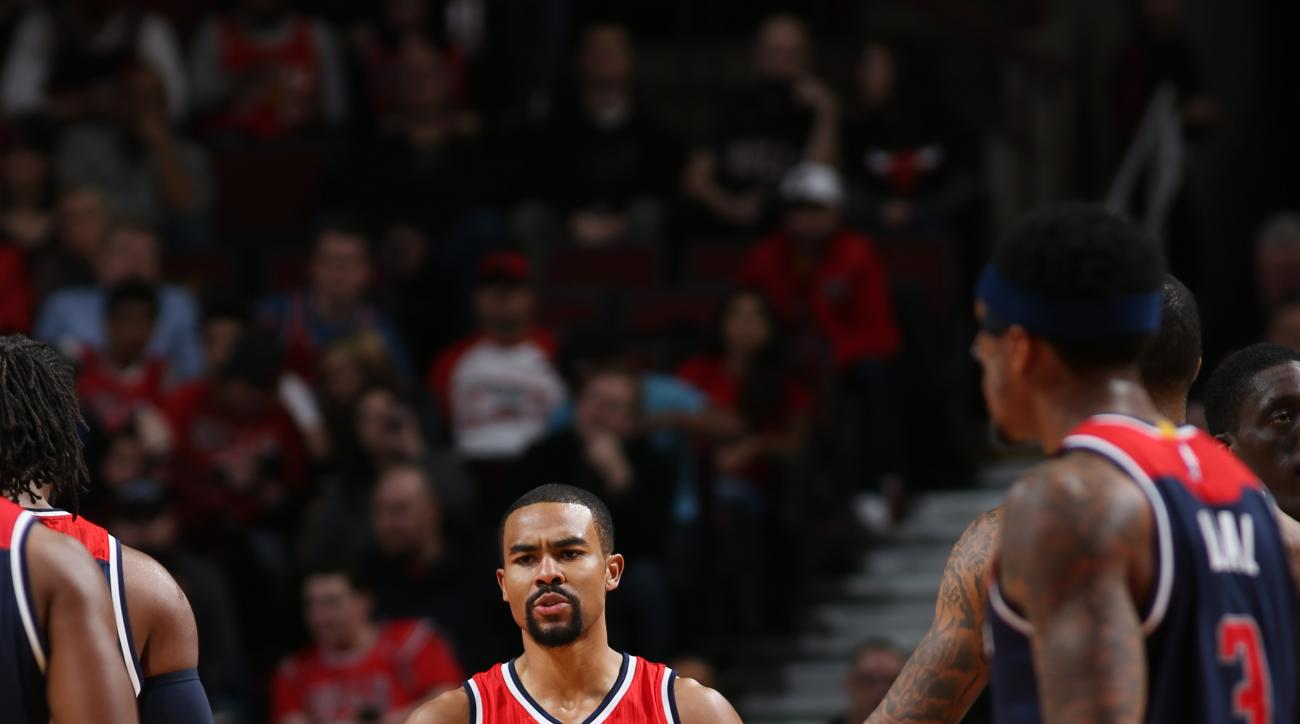 CHICAGO, IL - FEBRUARY 24: Ramon Sessions #7 of the Washington Wizards high fives teammates during the game against the Chicago Bulls on February 24, 2016 at United Center in Chicago, Illinois. (Photo by Gary Dineen/NBAE via Getty Images)
