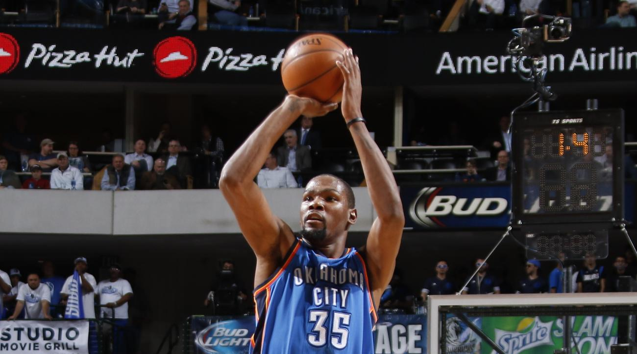 DALLAS, TX - FEBRUARY 24: Kevin Durant #35 of the Oklahoma City Thunder sinks a deep three to beat the halftime buzzer against the Dallas Mavericks on February 24, 2016 at the American Airlines Center in Dallas, Texas. (Photo by Danny Bollinger/NBAE via G