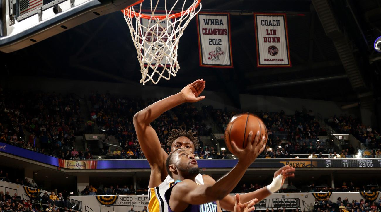 INDIANAPOLIS - FEBRUARY 26: Kemba Walker #15 of the Charlotte Hornets goes for the lay up during the game against the Indiana Pacers on February 26, 2016 in Indianapolis, Indiana.  (Photo by Ron Hoskins/NBAE via Getty Images)