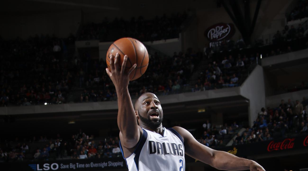 DALLAS, TX - FEBRUARY 26: Raymond Felton #2 of the Dallas Mavericks goes in for the lay up against the Denver Nuggets on February 26, 2016 at the American Airlines Center in Dallas, Texas. (Photo by Glenn James/NBAE via Getty Images)
