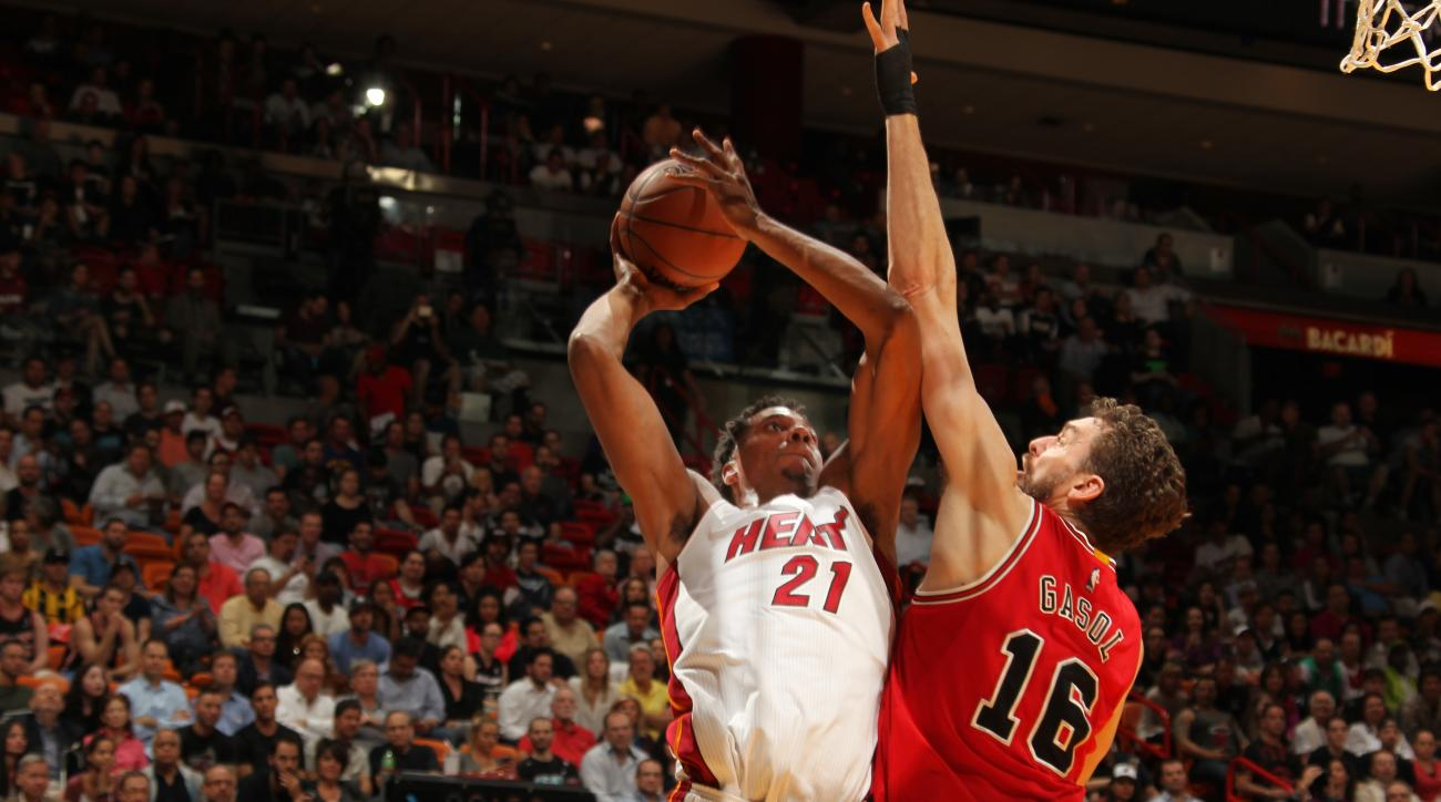 MIAMI, FL - MARCH 1: Hassan Whiteside #21 of the Miami Heat goes for the lay up against Pau Gasol #16 of the Chicago Bulls during the game on March 1, 2016 at American Airlines Arena in Miami, Florida. (Photo by Issac Baldizon/NBAE via Getty Images)