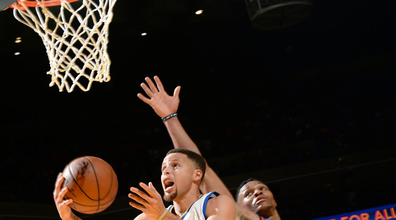 OAKLAND, CA - MARCH 3: Stephen Curry #30 of the Golden State Warriors goes for the lay up during the game against the Oklahoma City Thunder on March 3, 2016 at ORACLE Arena in Oakland, California. (Photo by Noah Graham/NBAE via Getty Images)