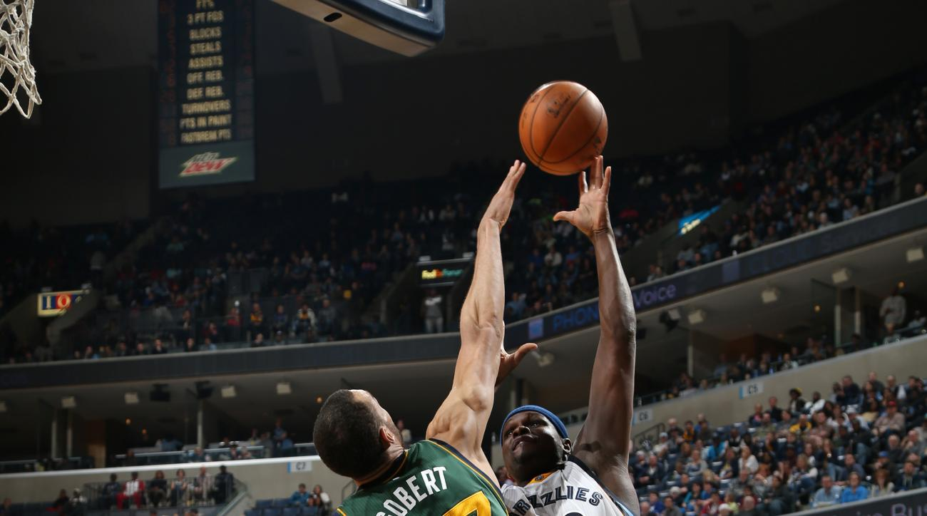 MEMPHIS, TN - MARCH 4:  Zach Randolph #50 of the Memphis Grizzlies shoots the ball against the Utah Jazz on March 4, 2016 at FedExForum in Memphis, Tennessee. (Photo by Joe Murphy/NBAE via Getty Images)