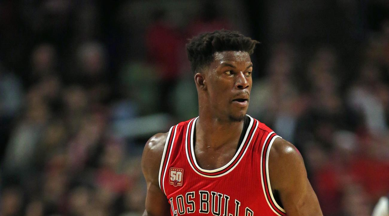 CHICAGO, IL - MARCH 05: Jimmy Butler #21 of the Chicago Bulls brings the ball up the court against the Houston Rockets at the United Center on March 5, 2016 in Chicago, Illinois. The Bulls defeated the Rockets 108-100. (Photo by Jonathan Daniel/Getty Imag