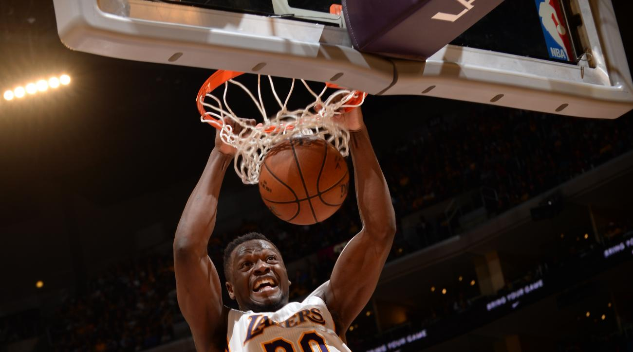 LOS ANGELES, CA - MARCH 6:  Julius Randle #30 of the Los Angeles Lakers dunks against the Golden State Warriors on March 6, 2016 at STAPLES Center in Los Angeles, California. (Photo by Noah Graham/NBAE via Getty Images)