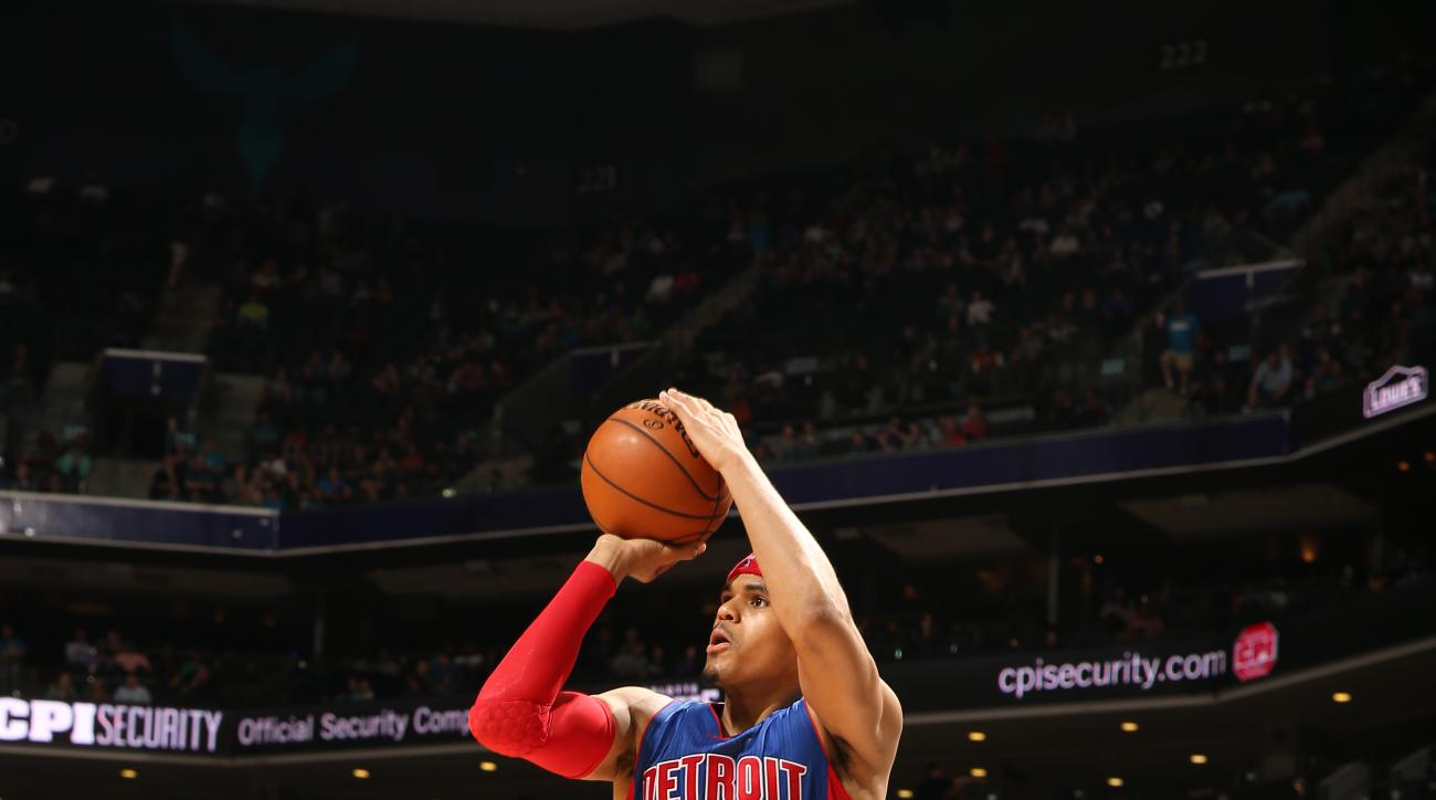 CHARLOTTE, NC - MARCH 11: Tobias Harris #34 of the Detroit Pistons shoots the ball against the Charlotte Hornets on March 11, 2016 at Time Warner Cable Arena in Charlotte, North Carolina. (Photo by Kent Smith/NBAE via Getty Images)
