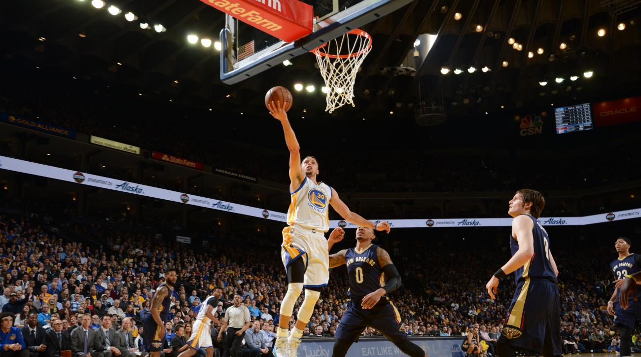 OAKLAND, CA - MARCH 14: Stephen Curry #30 of the Golden State Warriors shoots a layup against Orlando Johnson #0 of the New Orleans Pelicans on March 14, 2016 at Oracle Arena in Oakland, California. (Photo by Noah Graham/NBAE via Getty Images)