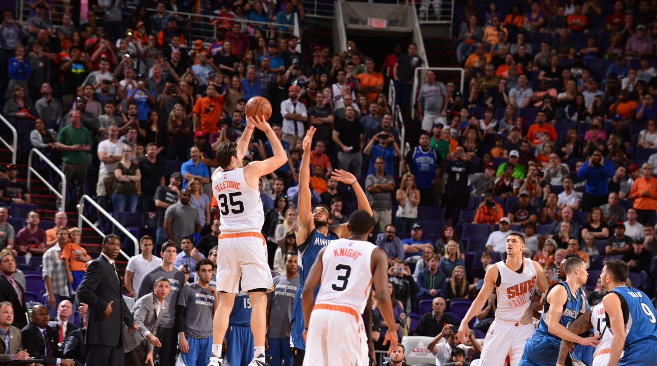 PHOENIX, AZ - MARCH 14:  Mirza Teletovic #35 of the Phoenix Suns hits the game winning three point shot against the Minnesota Timberwolves on March 14, 2016 at Talking Stick Resort Arena in Phoenix, Arizona. (Photo by Barry Gossage/NBAE via Getty Images)