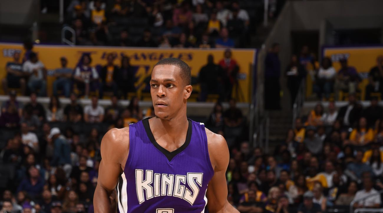 LOS ANGELES, CA - MARCH 15:  Rajon Rondo #9 of the Sacramento Kings brings the ball up court against the Los Angeles Lakers on March 15, 2016 at STAPLES Center in Los Angeles, California. (Photo by Andrew D. Bernstein/NBAE via Getty Images)