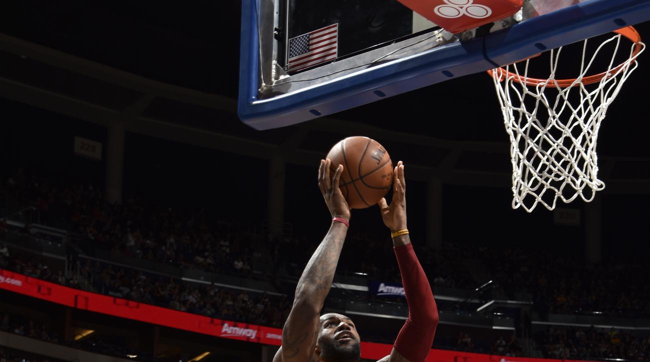 ORLANDO, FL - MARCH 18:  LeBron James #23 of the Cleveland Cavaliers shoots the ball against the Orlando Magic on March 18, 2016 at Amway Center in Orlando, Florida. (Photo by Fernando Medina/NBAE via Getty Images)