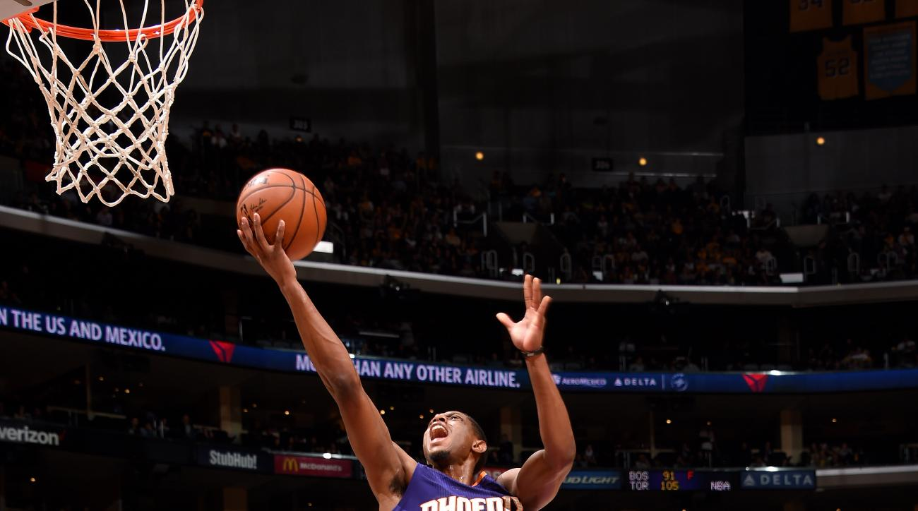 LOS ANGELES, CA - MARCH 18: Brandon Knight #3 of the Phoenix Suns goes for a lay up during the game against the Los Angeles Lakers on March 18, 2016 at STAPLES Center in Los Angeles, California. (Photo by Andrew D. Bernstein/NBAE via Getty Images)