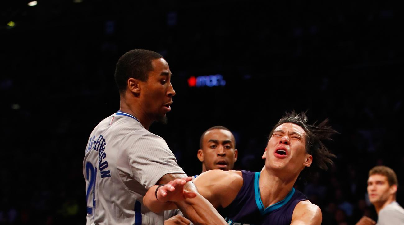 NEW YORK, NY - MARCH 22:  Jeremy Lin #7 of the Charlotte Hornets loses the ball against Rondae Hollis-Jefferson #24 of the Brooklyn Nets during their game at the Barclays Center on March 22, 2016 in New York City.  (Photo by Al Bello/Getty Images)