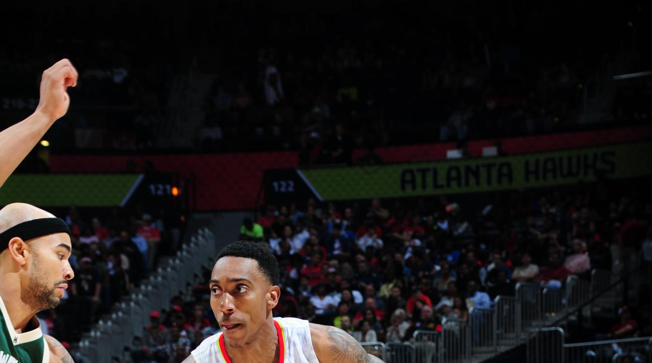 ATLANTA, GA - MARCH 25:  Jeff Teague #0 of the Atlanta Hawks drives to the basket against the Milwaukee Bucks on March 25, 2016 at Philips Arena in Atlanta, Georgia.  (Photo by Scott Cunningham/NBAE via Getty Images)