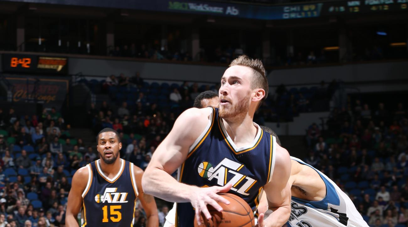 MINNEAPOLIS, MN -  MARCH 26:  Gordon Hayward #20 of the Utah Jazz drives to the basket against the Minnesota Timberwolves on March 26, 2016 at Target Center in Minneapolis, Minnesota. (Photo by David Sherman/NBAE via Getty Images)